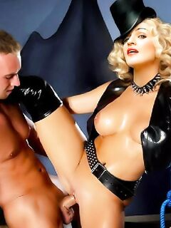 Порно комикс с грудастой сучкой