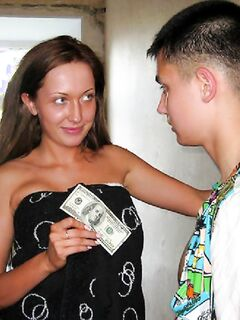 Молодая девушка купила себя ебаря за деньги
