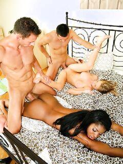 Групповой секс с участием чернокожей дамы