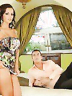 Любовник выстрелил спермой во влагалище сексапильной стервы