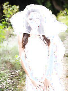 Невеста засветила свои дырки во время свадебной фотосессии