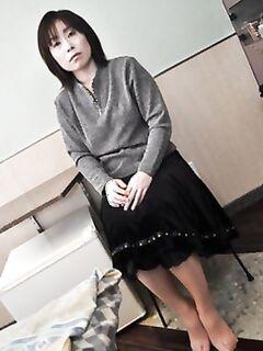Азиатская баба занимается сексом с вибратором