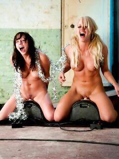 Две сучки на секс машине