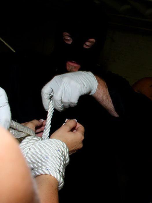 Девушку брюнетку связывают и жёстко трахают два мужика анально и орально,а затем наполняют её ротик спермой.
