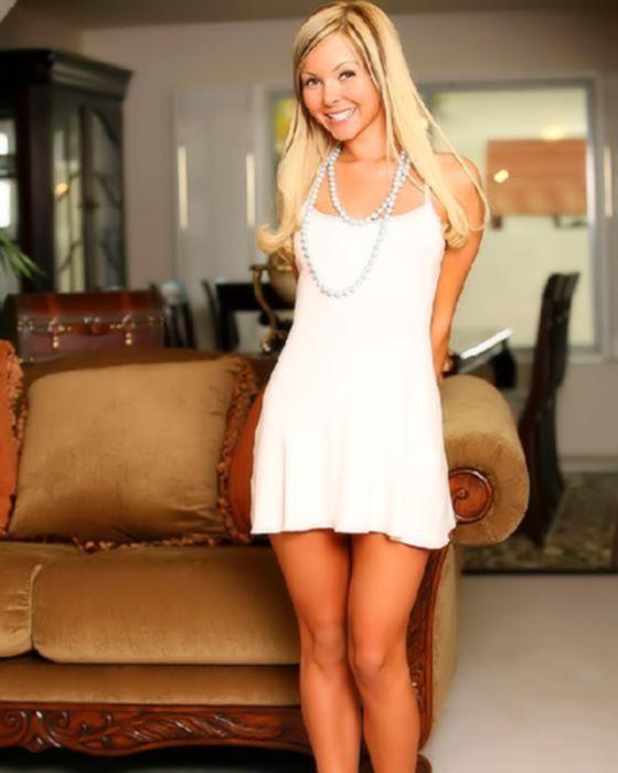 Зрелая красотка в белом белье