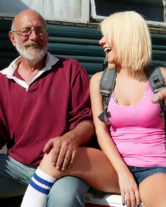 Молодая трахается с дедом на улице