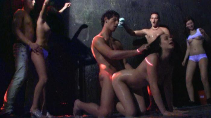 Пенная порно вечеринка в ночном клубе Москвы