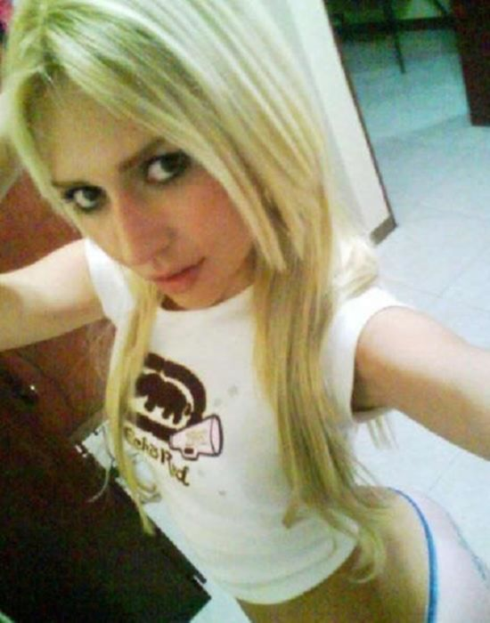 Молоденькие сексуальные горячие  девочки делают селфи