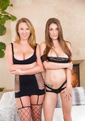 Две лесбиянки трутся сиськами и сосками друг о друга