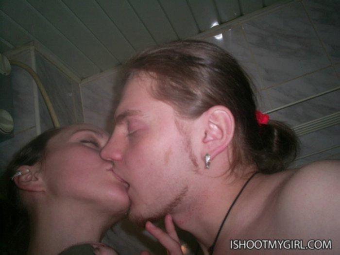 Горячий секс в ванной с молодыми студентами