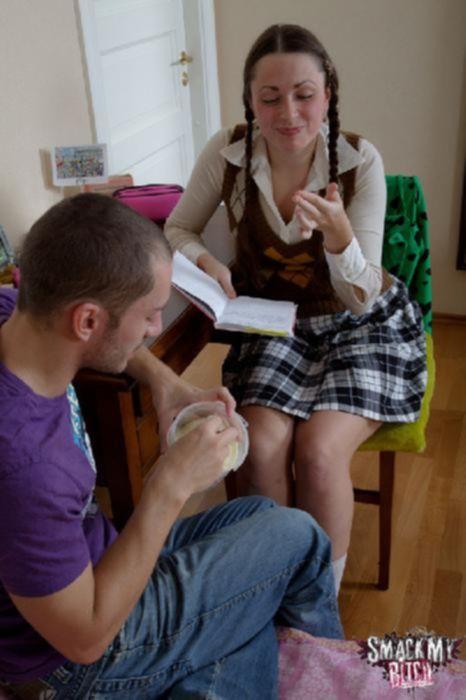 Школьная шлюха дала вылизать ей письку и трахнуть