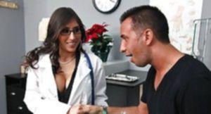 Титькастая врачиха дала пациенту оттрахать себя в кабинете