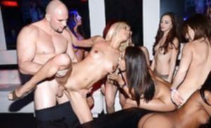 Порно вечеринка у студентов выдалась горячей