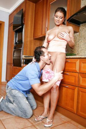 Домохозяйка после куни вмещает в себя сразу два члена