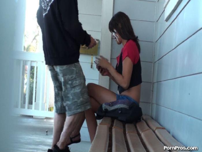 Камшот на лицо молодой шлюхе подарил незнакомый парень