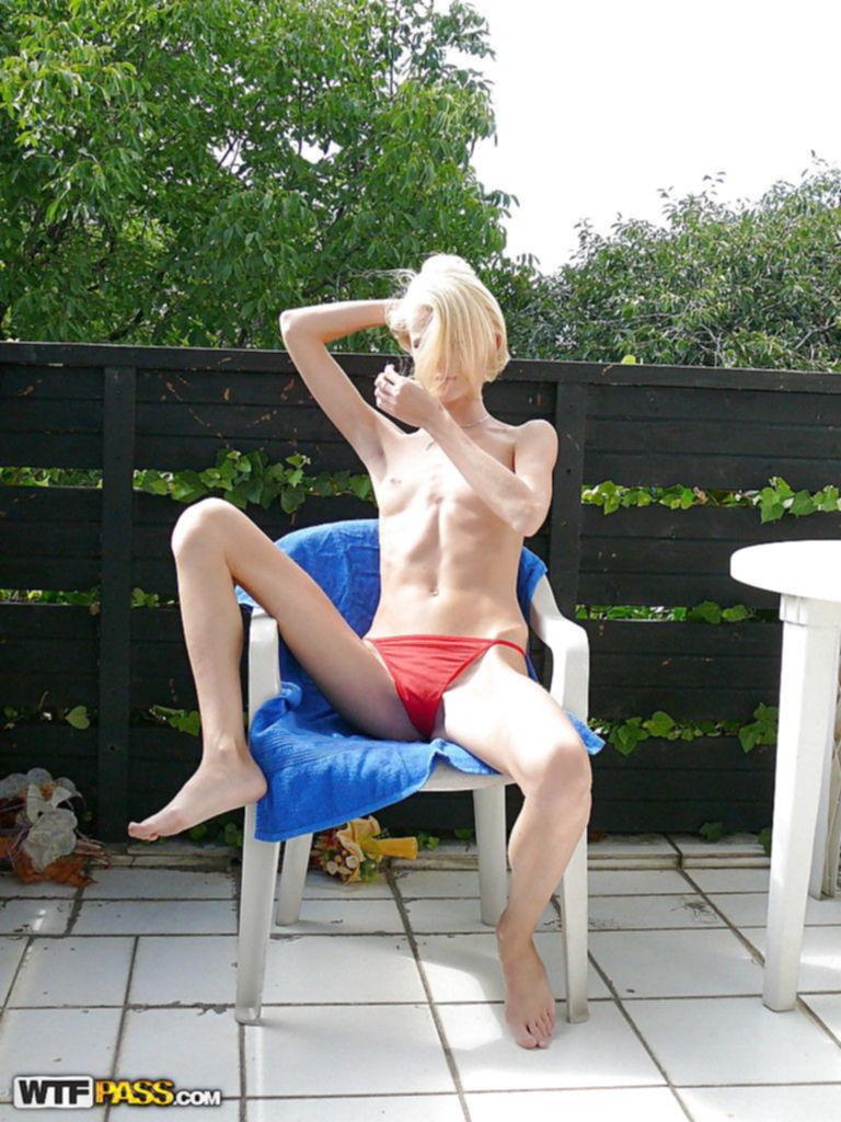 Домашний фотоотчет молодой гуляющей блонды