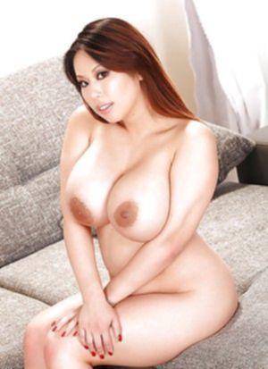 Удивительно какие груди-ядра у этой сексуальной японской пышечки!!!