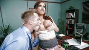 Рыжая шалашовка Britney Amber принимает на грудь густое семя босса