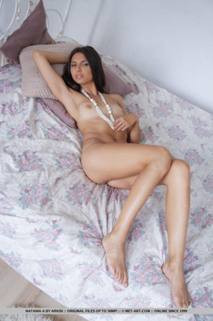 Известная модель Marianna Merkulova раздвинула сексуальные ножки