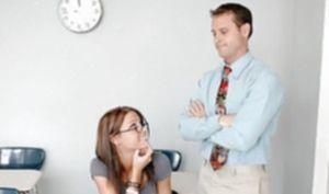 Учитель балует студентку куни и жарко трахает её