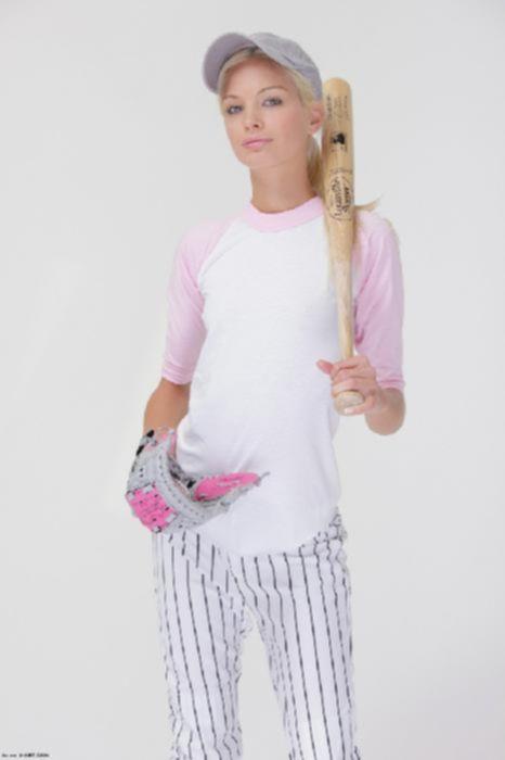Красивая бейсболистка показала свои маленькие сиськи