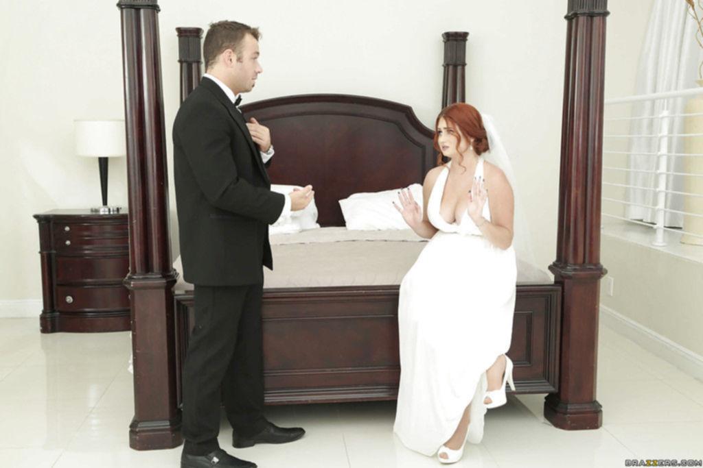 Похотливая невеста отсосала большой хуй фотографа и позволила себя выебать перед венчанием
