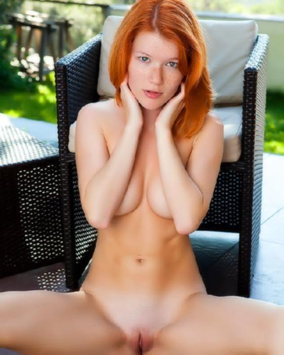 Рыжая девушка хочет секса