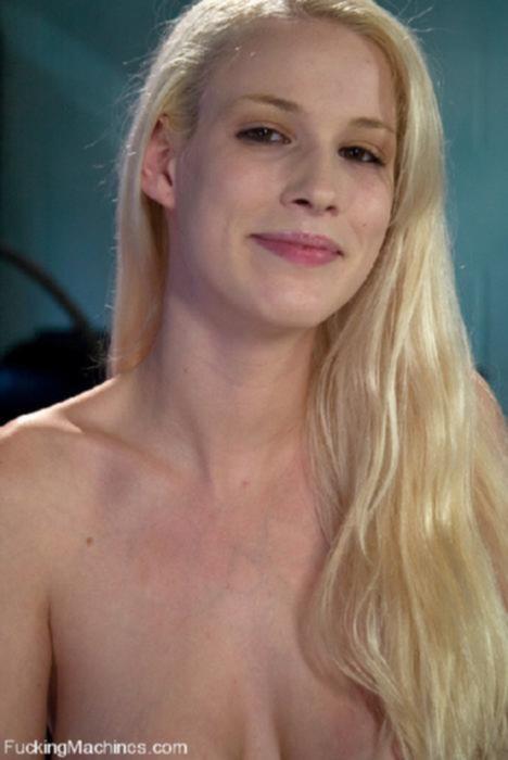 Молодая блондинка и секс машина
