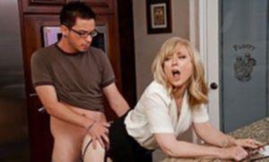 Озабоченный ботаник насадил на большой пенис распутную даму