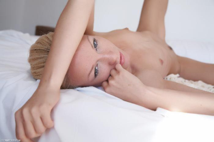 Стройная блондинка любит опытных трахарей