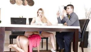 Мамки лесбиянки лижут пиздёнки друг у дружки.