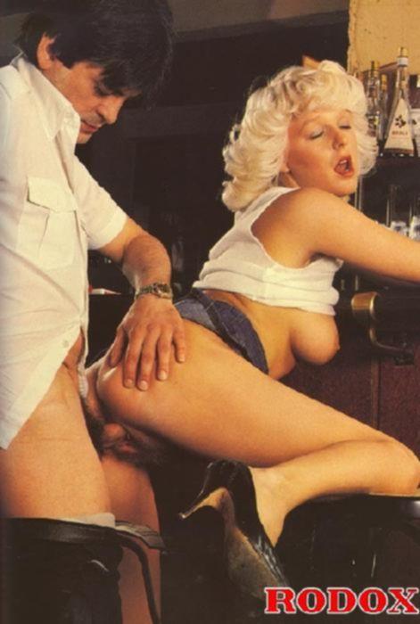 Винтаж порно с грудастой блондинкой в баре