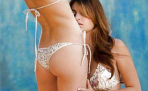 Две лесбиянки страстно осваивают интимные дырочки друг дружки