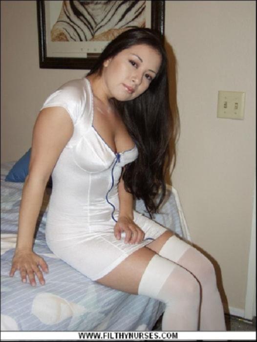 Медсестра в коротком платье