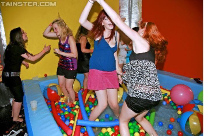 Развратная сексуальная вечеринка молодых