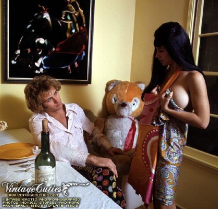 Старое порно семейной пары во время ужина