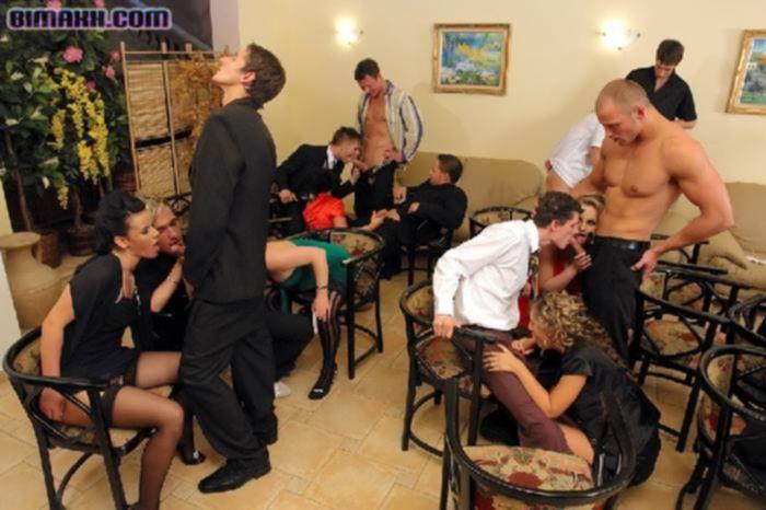 Вечеринка закончилась бисексуальной еблей.
