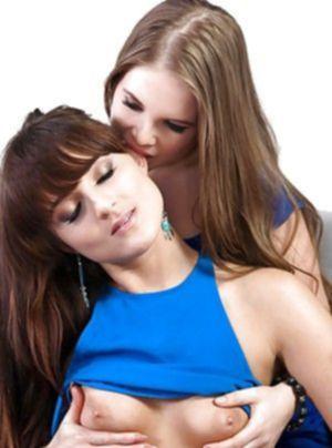 Симпатичные лесбиянки лижут свои прелести на кровати