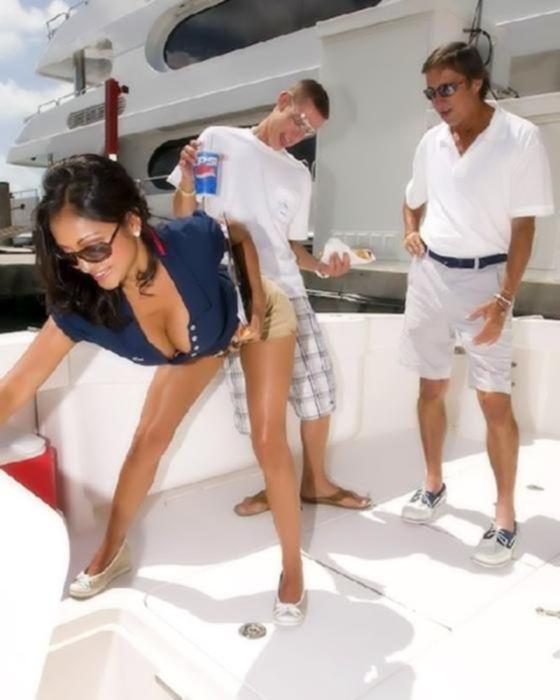 Шикарный секс на яхте с титькатой дамой