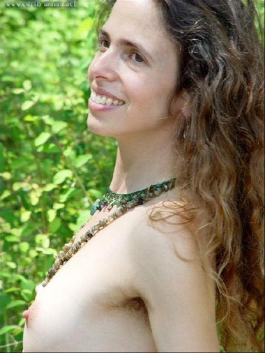 Девочка с волосатой писькой захотела секса в лесу