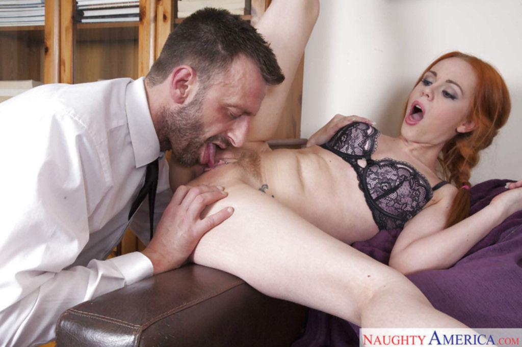 Молодая бухгалтерша обслужила своего начальника после работы